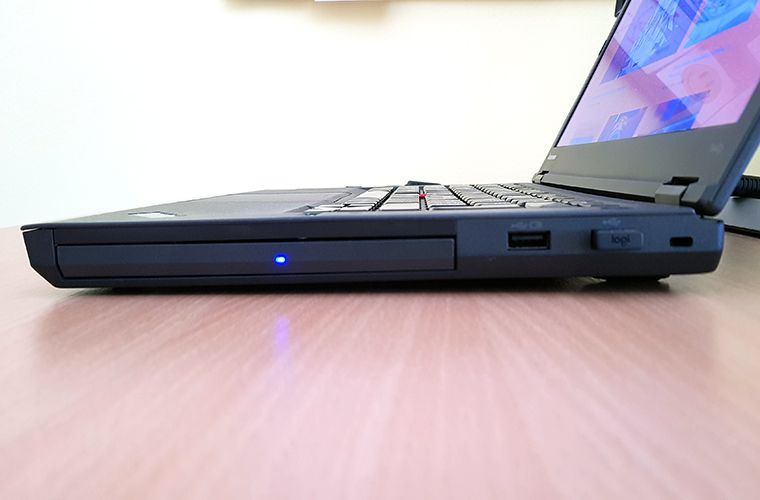 Lenovo ThinkPad T440p - Right Side