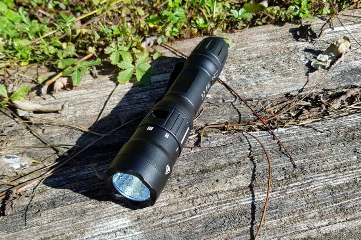 heavy duty tactical flashlight