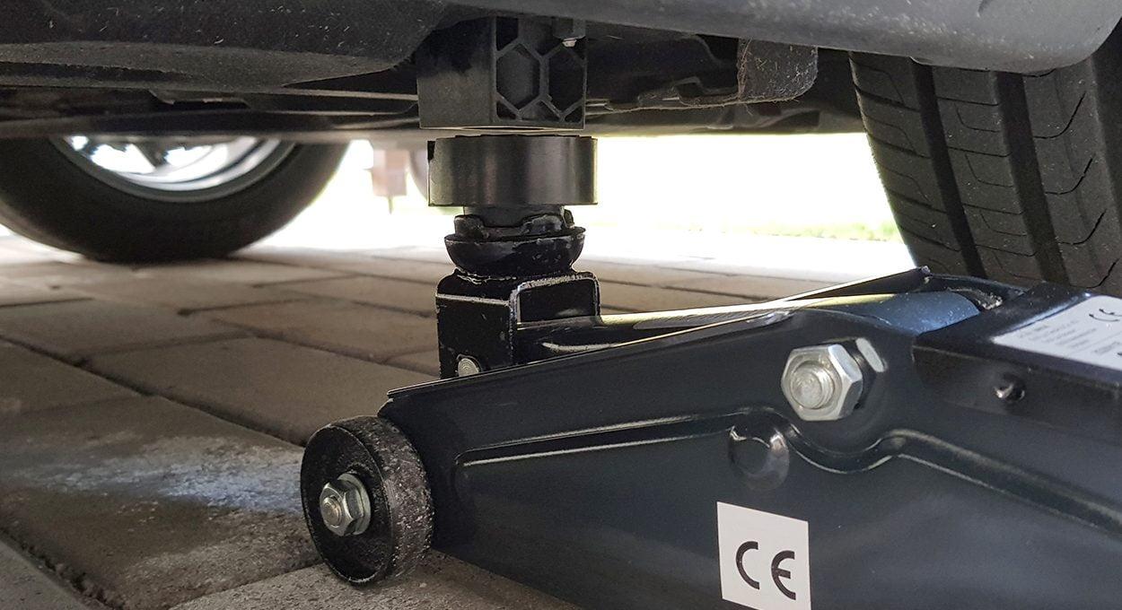 hydraulic floor jack under Alfa Romeo Stelvio