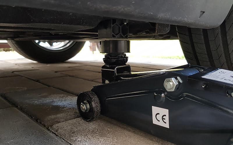 , Cách sử dụng giắc cắm sàn để nâng ô tô hoặc xe tải của bạn