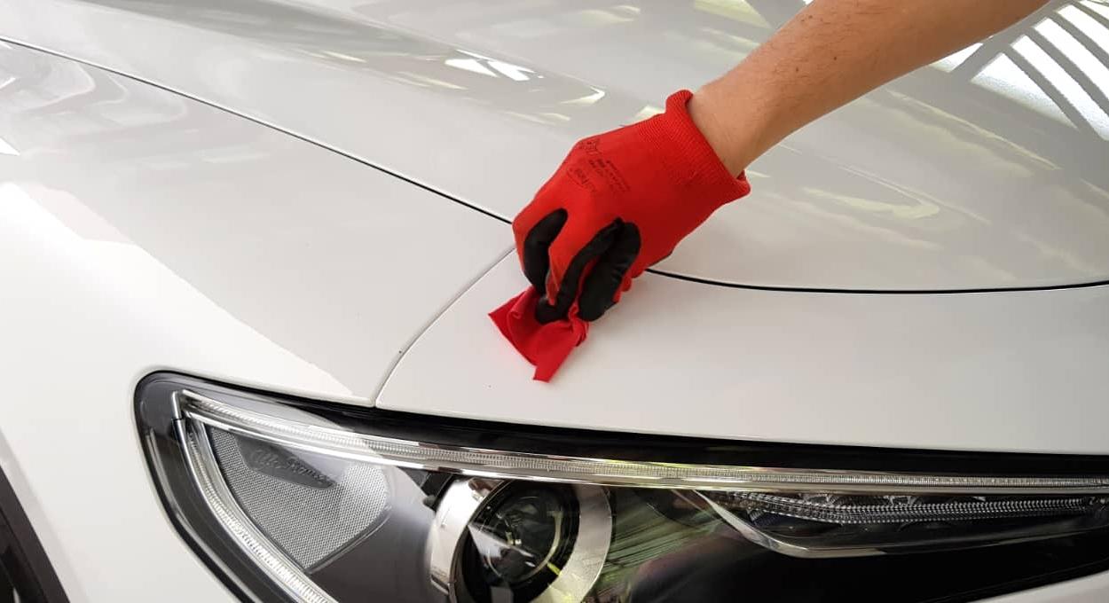 car polishing by hand
