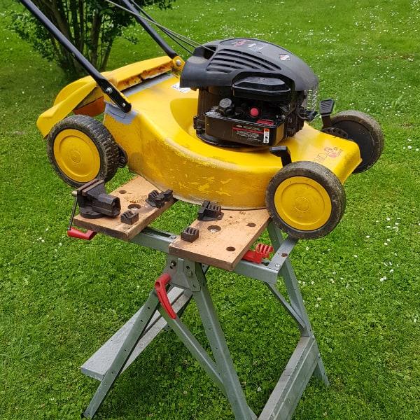 , Cách thay đổi dầu máy cắt cỏ và sử dụng loại dầu nào